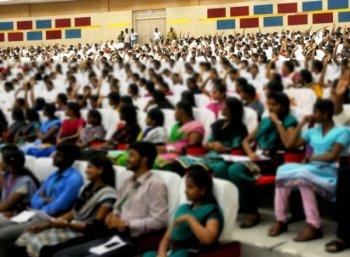 33 பட்டமேற்படிப்புகள் தகுதியற்றது; தமிழக அரசு திடீர் அறிவிப்பு! - பாதிப்பில் ஒரு லட்சம் மாணவர்கள்