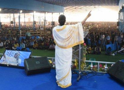 15 வயதில் அரசியல்; 29 வயதில் எம்.பி!  - இந்தியாவில் மீதமுள்ள ஒரே பெண் முதல்வர்