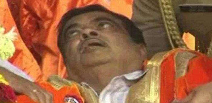 கண்கள் சொருகியபடி கீழே சரிந்த கட்கரி! - தாங்கிப் பிடித்த ஆளுநர்