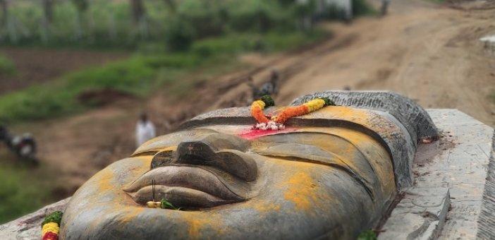 380 டன் எடை பெருமாள் சிலை... திருவண்ணாமலையில் 1 கி.மீ சாலையைக் கடக்க 20 நாள்கள்!