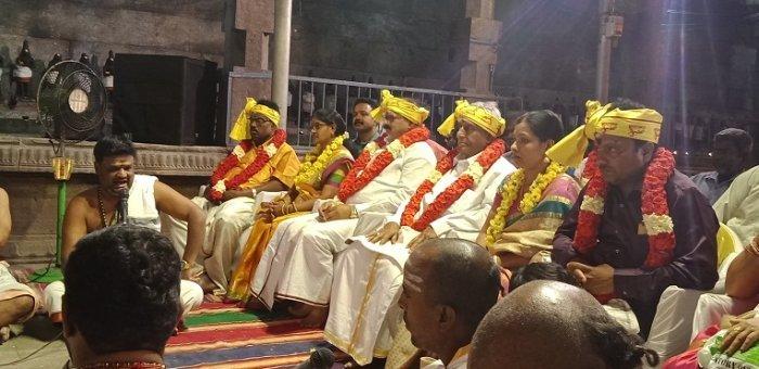 `மக்கள் தலைவர்!' - பட்டம் சூட்டி ரஜினியை முழுநேர அரசியலுக்கு அழைப்பு விடுத்த ரசிகர்கள்