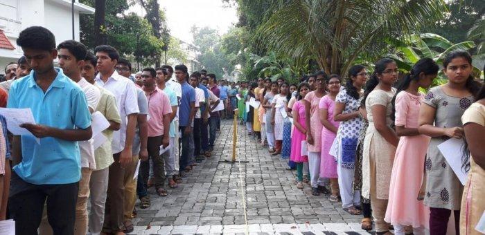 அரசு மருத்துவக் கல்லூரியின் கட்டணத்தை 200 சதவிகிதம் உயர்த்திய கர்நாடகா!