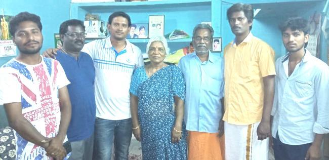 அருண்ராஜா காமராஜா குடும்பத்தினரைச் சந்தித்த குளித்தலை இளைஞர்கள்