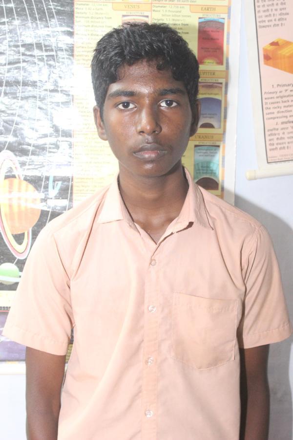மாணவர் சதிஷ்குமார்