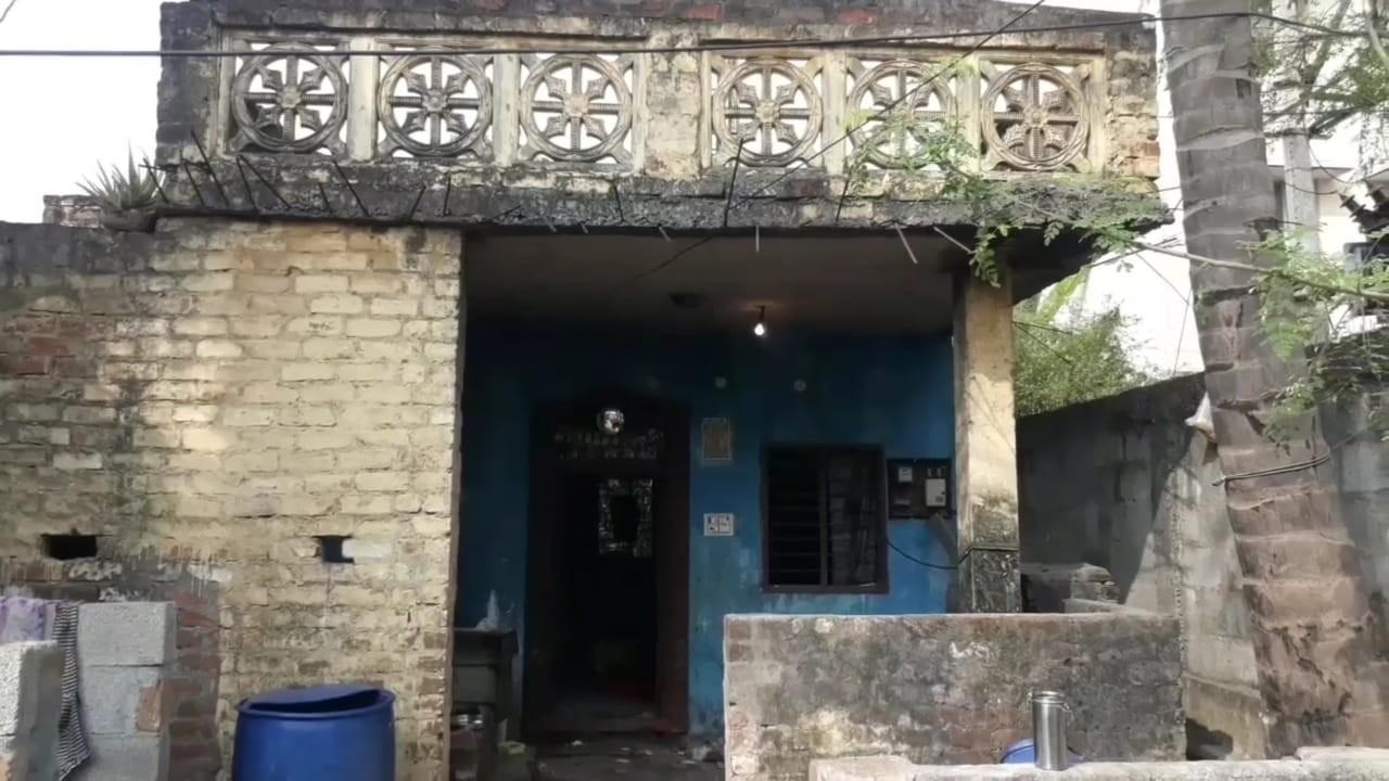 வீரக்குமார் கொலை செய்த ரோஜாவின் வீடு