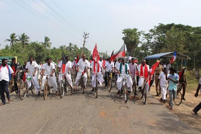 சைக்கிள் பேரணி நடத்திய அனைத்துக் கட்சியினர்
