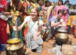 'கும்மி டான்ஸ் பிடிச்சிருக்கு!' வெளிநாட்டு மாணவிகளின் பொங்கலோ பொங்கல்
