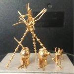 '1.9 கிராம் தங்கத்தில் பொங்கல் பானை, கரும்பு, காளை!' -ஆம்பூர் தொழிலாளி சாதனை