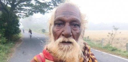 `எங்களுக்கு வீடுமில்லை ரேஷன் கார்டும் இல்லை!' - வாழ்வாதாரத்துக்காகப் போராடும் முதியவர்