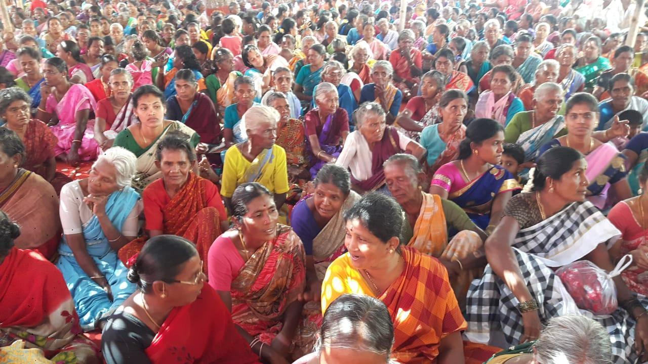 திமுக நடத்திய கிராம சபை கூட்டத்தில் பங்கேற்ற பெண்கள்