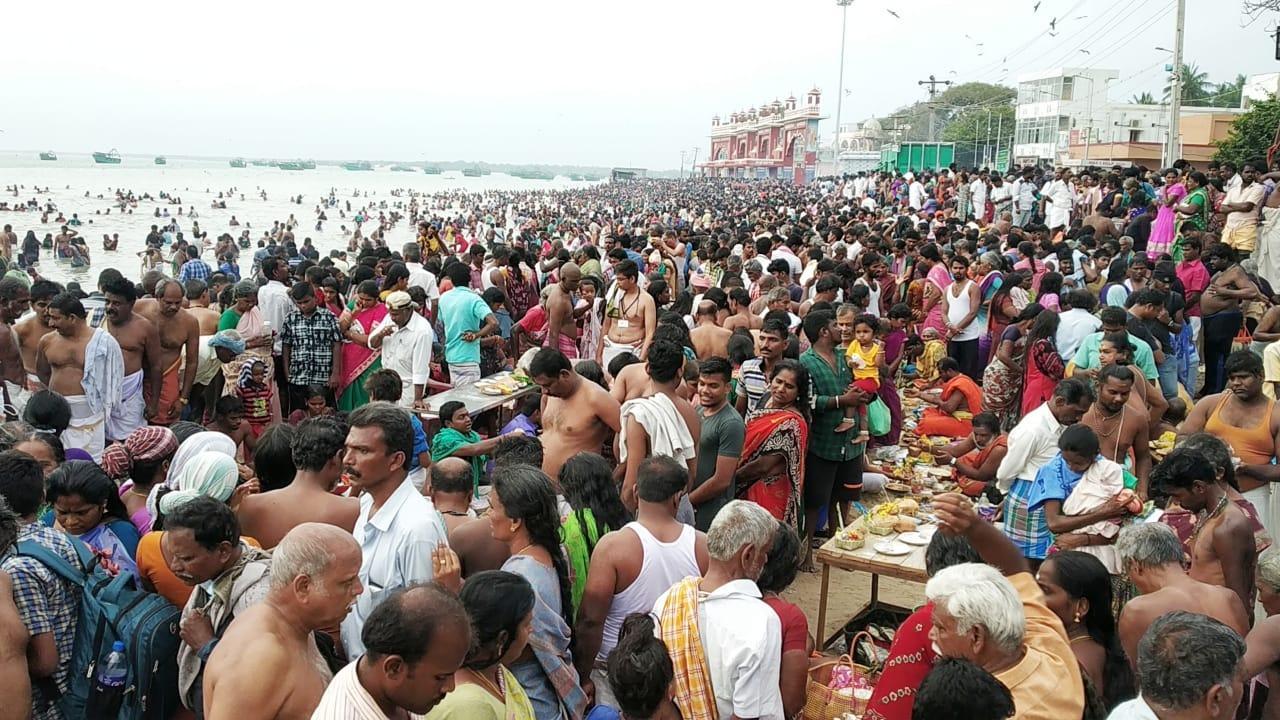 தை அமாவாசை தினத்தில் ராமேஸ்வரத்தில் புனித நீராடிய பக்தர்கள்