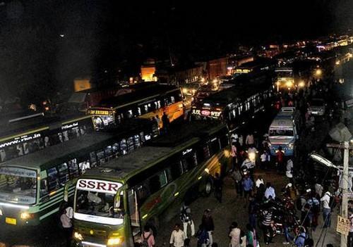 சென்னை டிராஃபிக்கில் ஆம்னி பேருந்துகள்