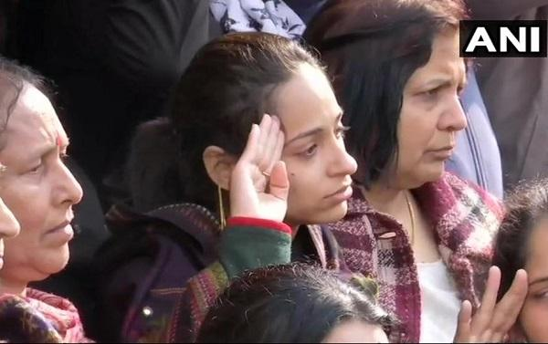 மேஜரின் மனைவி நிகிதா