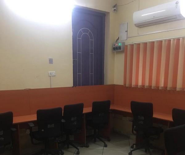 இன்ஜீனியர் மோசடி கும்பல் நடத்திய கால்சென்டர் அலுவலகம்