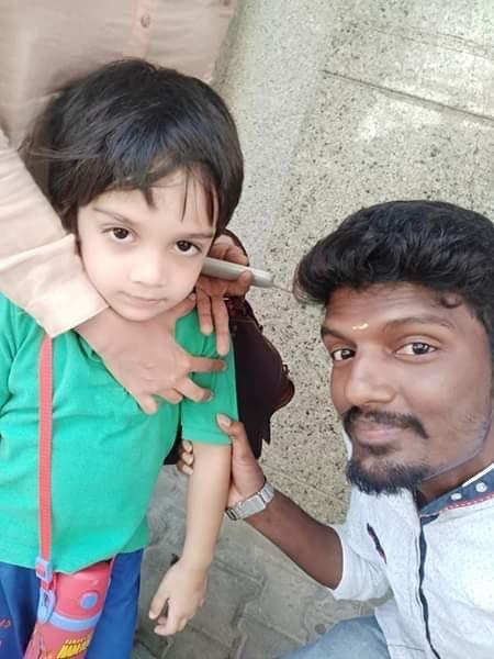 அஜித் மகனுடன் ரசிகர்