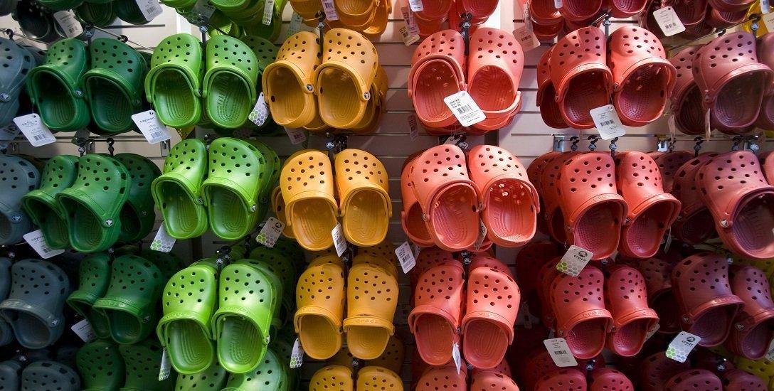 `க்ராக்ஸ்' - உலகில் அதிகம் வெறுக்கப்படும் ஷூ... ஏன்?! -  #Crocs