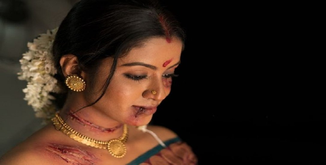 `ஸ்னோலின், ராஜலட்சுமி, ஆசிஃபாவின் தழும்புகளை முன்னிலைப்படுத்தி ஓவியம்!' #ScarsOfSociety
