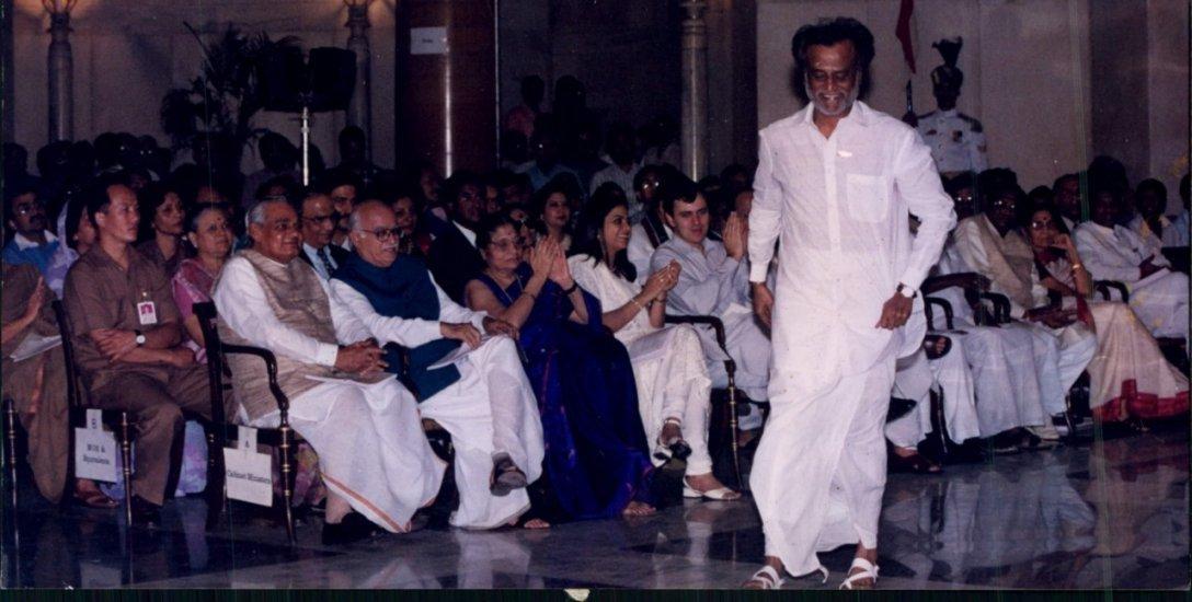 2004 அறிக்கை... 2019 அறிக்கை... ரஜினி சொன்னதில் என்ன வித்தியாசம்?!