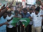 புல்வாமா தாக்குதலுக்கு கண்டனம் -  பாகிஸ்தான் தேசியக்கொடியை எரித்த இந்து அமைப்பினர்