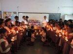 புல்வாமா தாக்குதலில் பலியான ராணுவ வீரர்களுக்குப் பள்ளி மாணவர்கள் அஞ்சலி