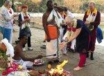 உலக அமைதி வேண்டி கனடா சுற்றுலாப் பயணிகள் மாமல்லபுரம் கோயிலில் யாகம்!