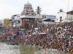 கும்பகோணம் மகாமக குளத்தில் பல்லாயிரக்கணக்கானோர் புனித நீராடல்