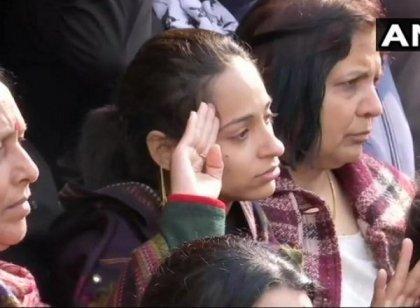 `லவ் யூ; ஜெய்ஹிந்த்' - இறுதிச் சடங்கில் கதறி அழுத மேஜரின் மனைவி #video