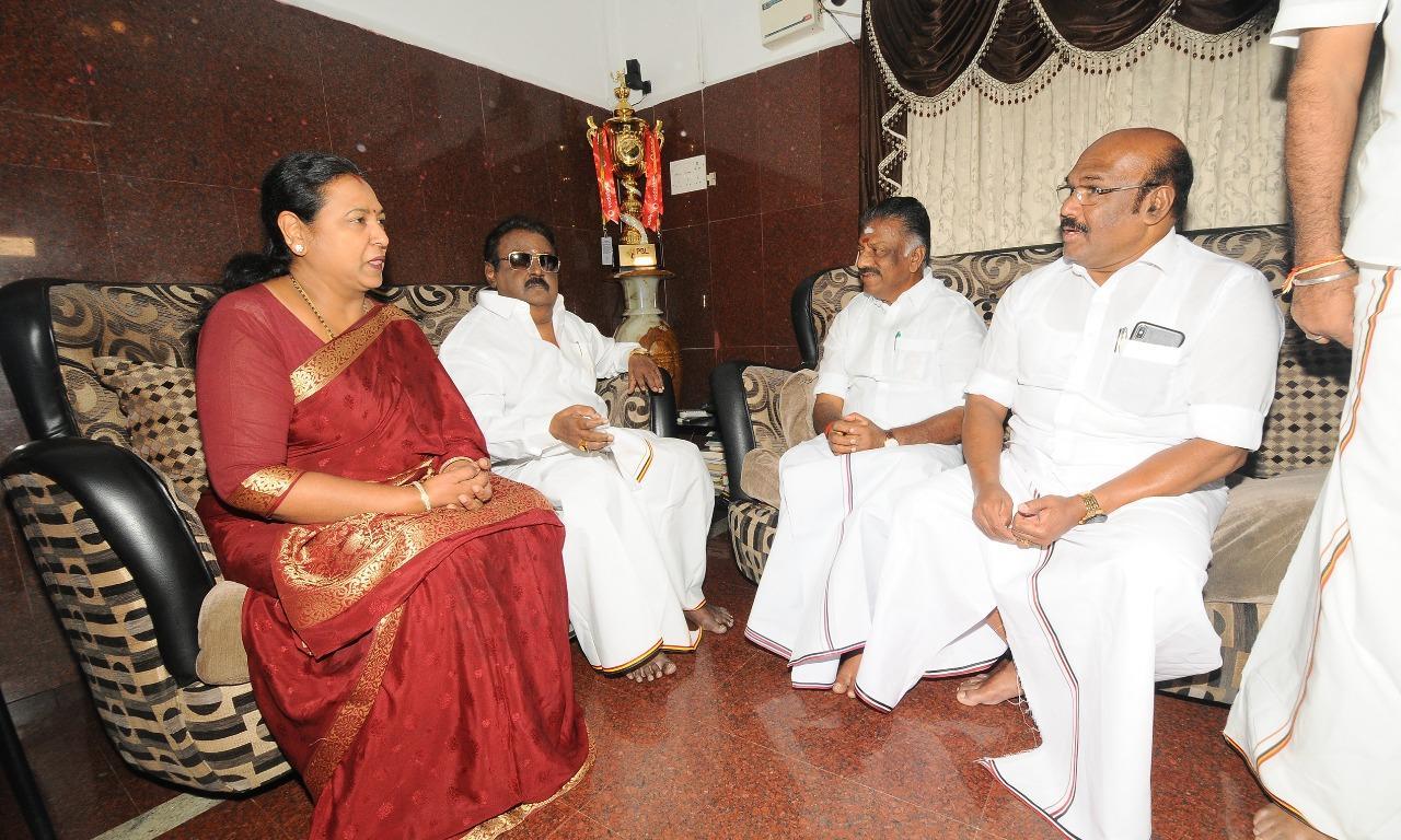 விஜயகாந்த் - ஓ.பி.எஸ் சந்திப்பு
