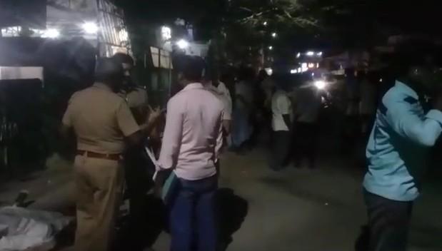 கல்லூரி மாணவியின் அம்மா ரேவதி