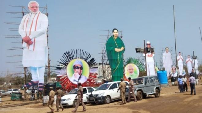 மோடி, ஜெயலலிதா கட் அவுட்