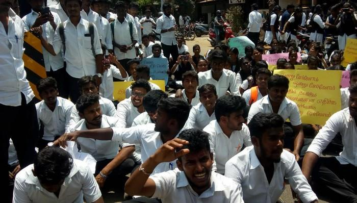 சட்டக் கல்லூரி மாணவர்கள் போராட்டம்