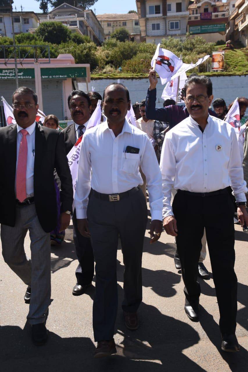 மக்கள் நீதி மையம்  கட்சியின் வேட்பாளர் வழக்கறிஞர் ராஜேந்திரன்
