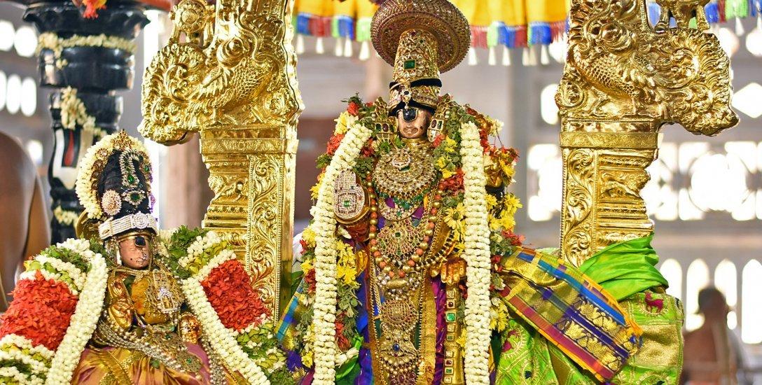 கதவடைத்த தாயார்... பரிதவித்த பெருமாள்... ஸ்ரீரங்கத்தில் சேர்த்திசேவை கோலாகலம்!