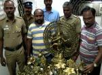 `இனோவாவில் வந்த விலைமதிப்பற்ற சிலைகள்!'- அதிரடி காட்டிய தேர்தல் பறக்கும் படையினர்