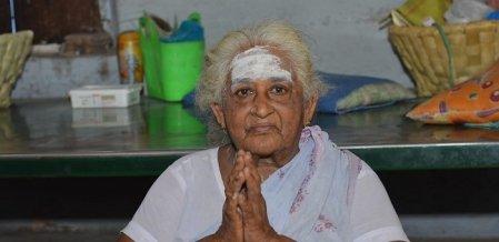''என் வயசு தெரியாது... ஆனா 40 வருசமா அப்பம் சுடுறேன்!'' - ஶ்ரீவில்லிபுத்தூர் முத்தம்மாள் பாட்டி