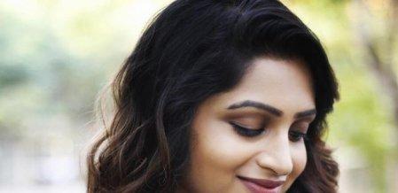 டிசைனர் கம்மல், கிராண்ட் டிரஸ், வெரைட்டி ப்ளவுஸ்! - நட்சத்திரா ஃபேஷன்ஸ்
