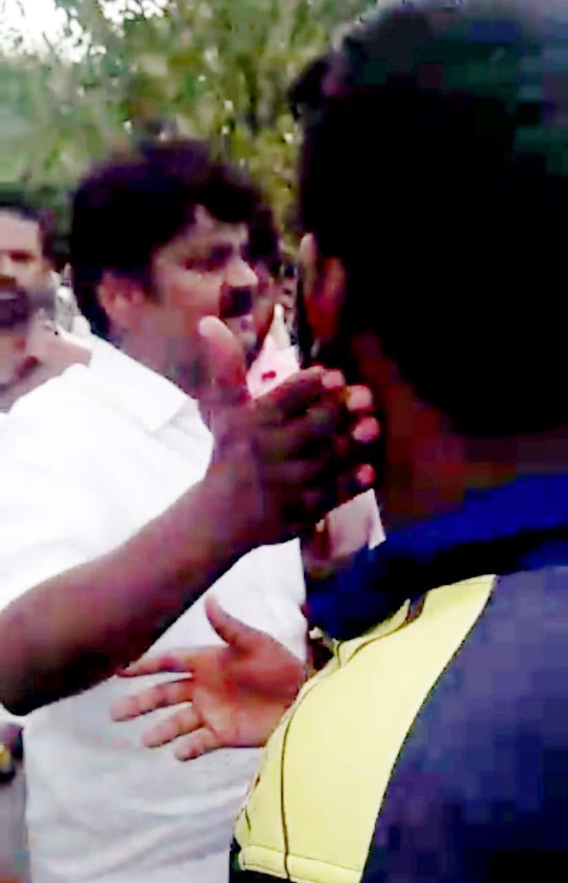 வாலிபரின் கன்னத்தில் தட்டும் விஜயபாஸ்கர்
