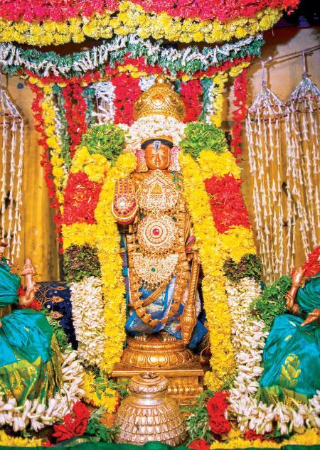 சித்திரைத் திருவிழாவில் அழகர் அலங்காரம்