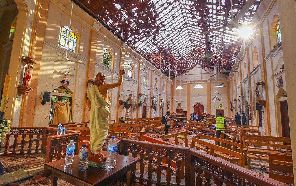 இலங்கை   தேவாலயத்தில் குண்டு  வெடிப்பு