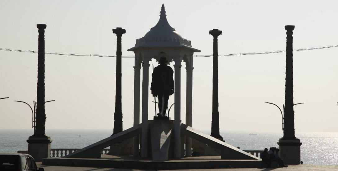 திரிசங்கு புதுச்சேரி.. பி.ஜே.பி. சங்கடம்... 25,000 பகோடாக்களில் ஆரம்பித்த கதை!