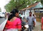 `இனி ஹெல்மெட் போட்டு வரணும்... சரியா' - கறார் கனிமொழி!