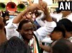 தேர்தல் பிரசாரத்தில் `நாகினி டான்ஸ்' ஆடிய அமைச்சர்! - தொண்டர்கள் உற்சாகம்