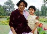 ``நீங்க இருந்திருந்தா எங்க வாழ்க்கை வேற மாதிரி மாறியிருக்கும் அப்பா!''-நினைவுகளைப் பகிரும் நிரோஷா