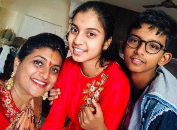 `` `ஹாஸ்டலில் சேர்க்கவா குழந்தையைப் பெற்றுக்கொள்கிறோம்'னு கேட்பார்!'' - `அம்மா' ரோஜா