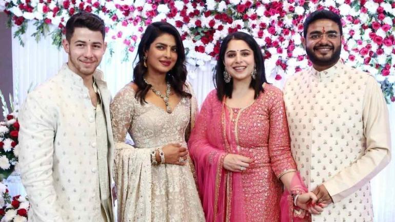 பிரியங்கா சோப்ரா தன் குடும்பத்துடன்