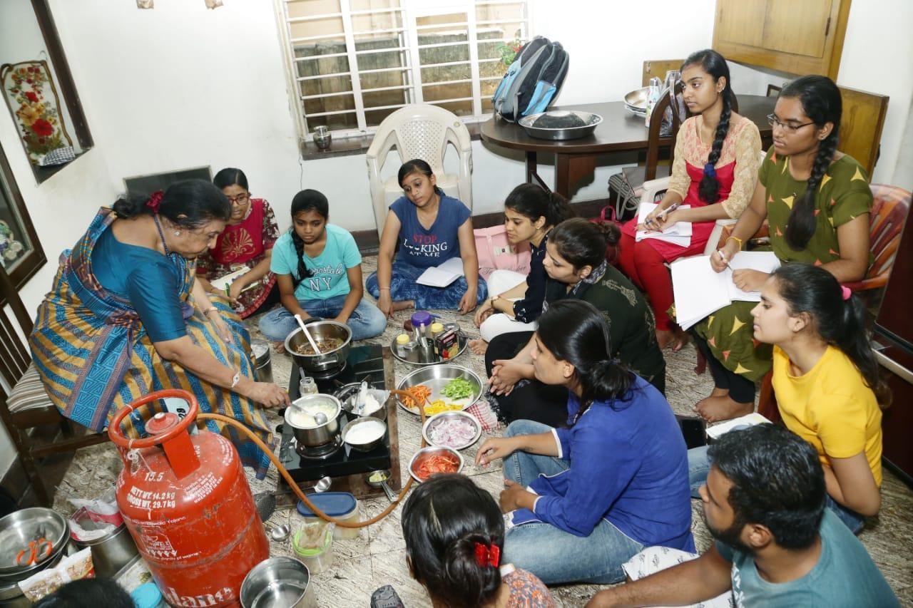 குக்கரி கிளாஸில்
