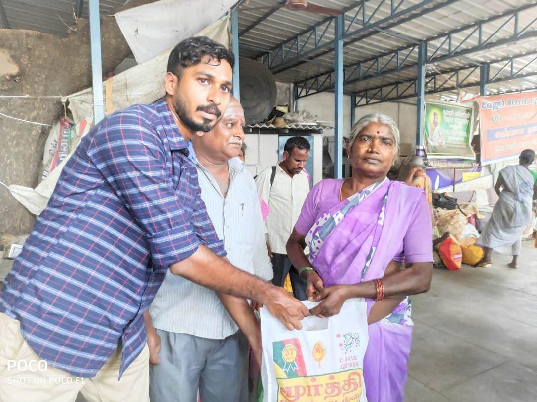 இளைஞர் தினேஷ் சரவணன்