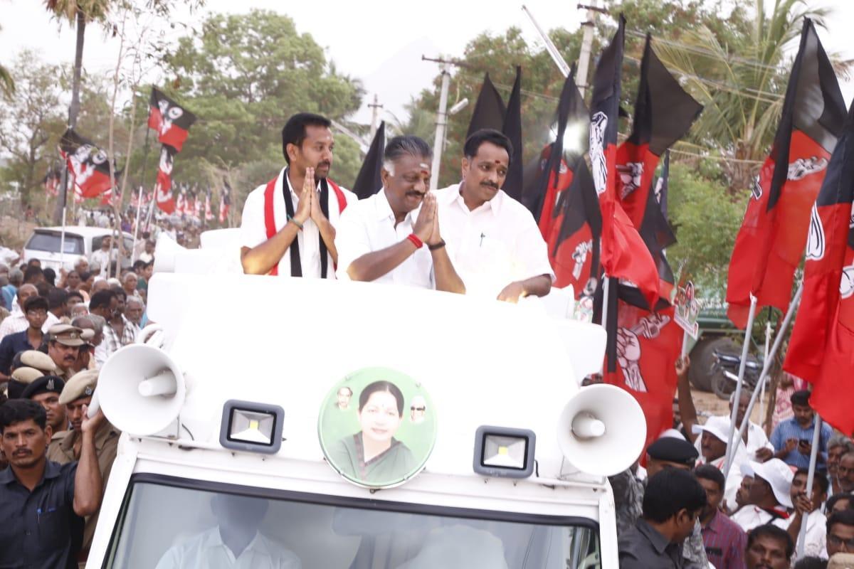 ஓ.பி.எஸ் பிரசாரத்தில் தம்பிதுரை மிஸ்ஸிங்