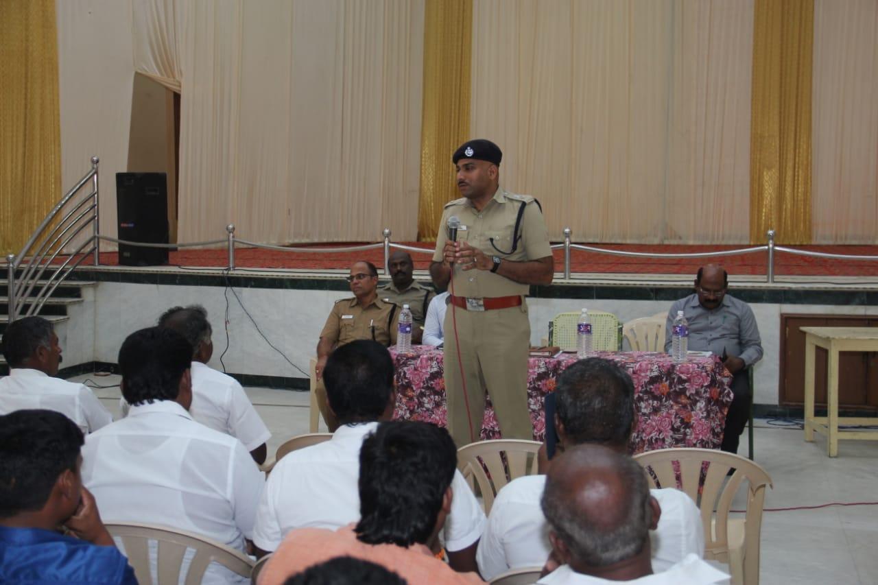 தூத்துக்குடி  மாவட்ட எஸ்.பி முரளிரம்பா தலைமையில் கூட்டம்
