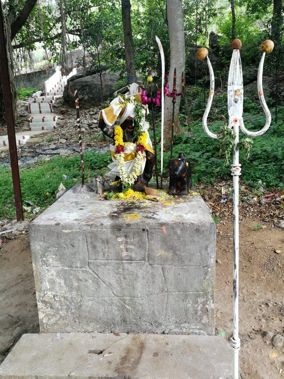 கொம்பு தூக்கி அய்யனார்